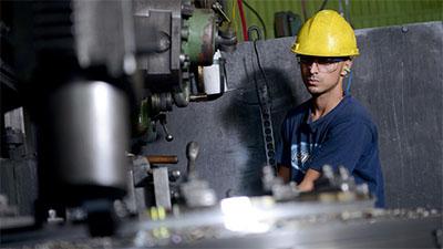 La actividad industrial de Argentina sufrió una caída superior al 25%