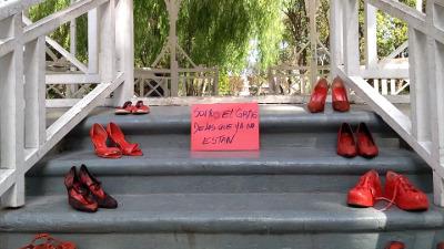 Comenzó la muestra itinerante Zapatos Rojos