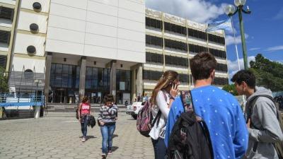 La UNPSJB analiza modificar el calendario académico