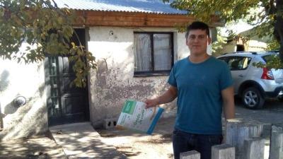 Sin internet, los chicos del interior de la provincia se educan con cuadernillos