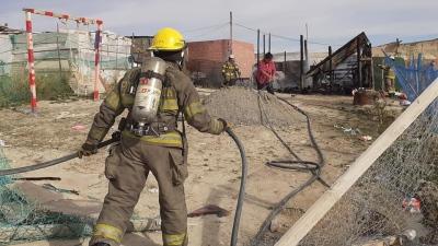 Dos precarias viviendas fueron consumidas por las llamas