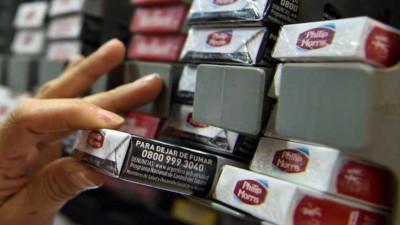 Vecinos «obligados» a pagar hasta $650 por un atado de cigarrillos
