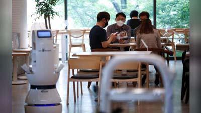 ¿Por la pandemia serán los mozos los primeros en ser reemplazados por robots?
