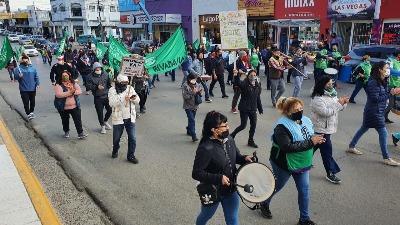 Estatales salen a las calles de Comodoro Rivadavia para reclamar por sus sueldos