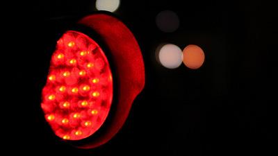 Remisero pasó semáforo en rojo y descubrieron que tenía droga