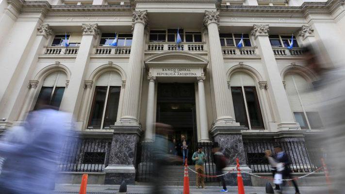 BCRA aseguró que no hay trabas para que los bancos vendan dólares por homebanking