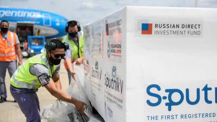 El domingo partirá otro vuelo a Rusia para traer más vacunas