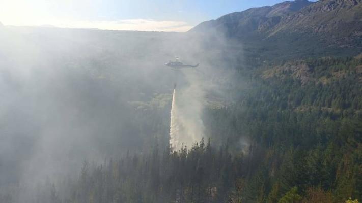 Epuyén: Combaten incendio forestal tras seguidilla de tres focos intencionales