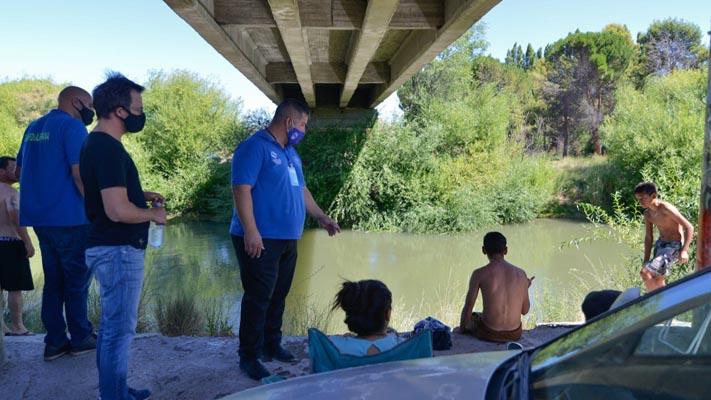 Trelew: realizan controles en la costa del río ante masiva presencia de bañistas
