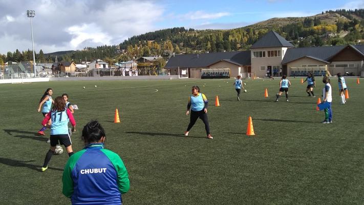 Vóley, fútbol femenino y ciclismo en preparación