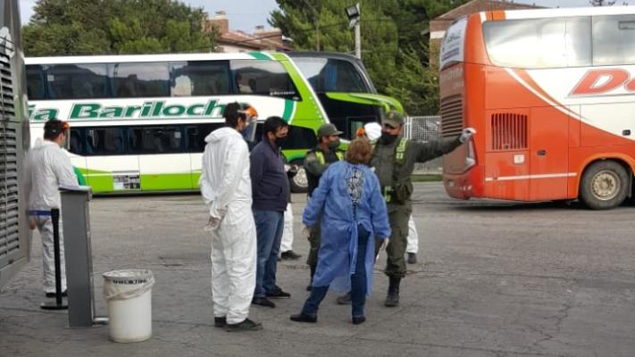 Aislaron a pasajeros que viajaron con caso positivo de Covid-19