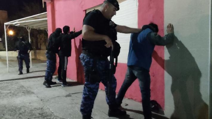 Madryn: Jóvenes ebrios apedrearon a policías en batalla campal