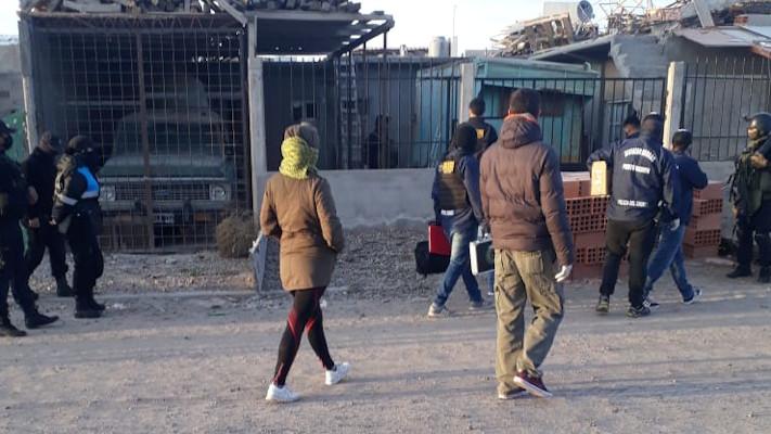 Allanamientos en zona sur y oeste de Puerto Madryn por venta de drogas