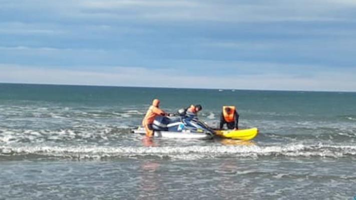 Comodoro: Kayakista quedó a la deriva a 800 metros de la costa