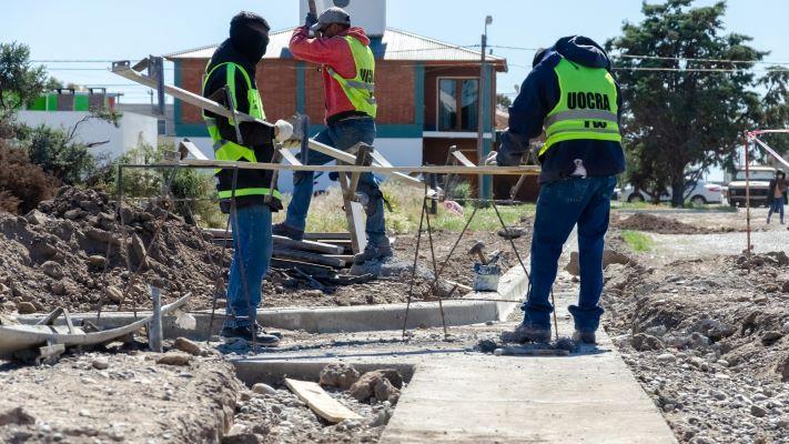 Rawson: avanza la obra de diez mil metros de cordones cuneta