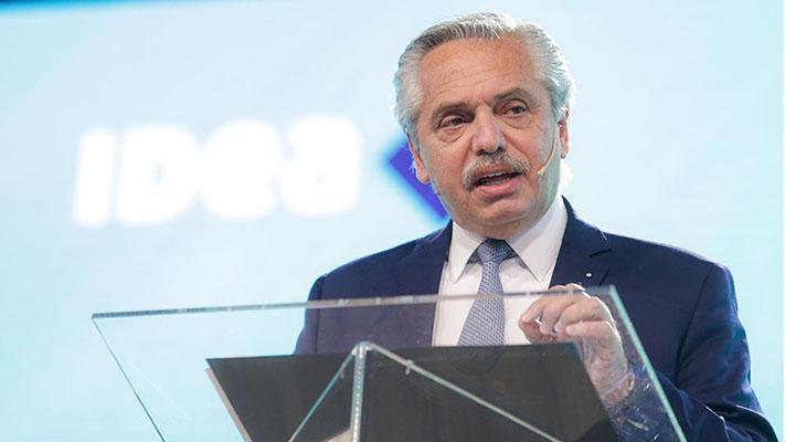 Fernández aseguró que no perpetuará la prohibición de despidos y doble indemnización