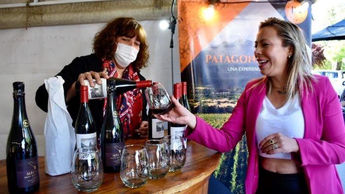 Comenzó la 1ª Feria de la Vid y el Vino en Trelew